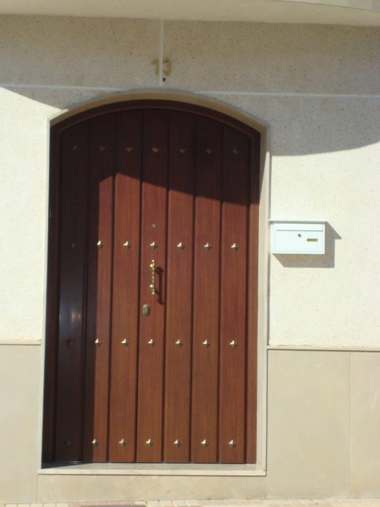Puerta de entrada vivienda aluminio estructuras isver Puertas para viviendas