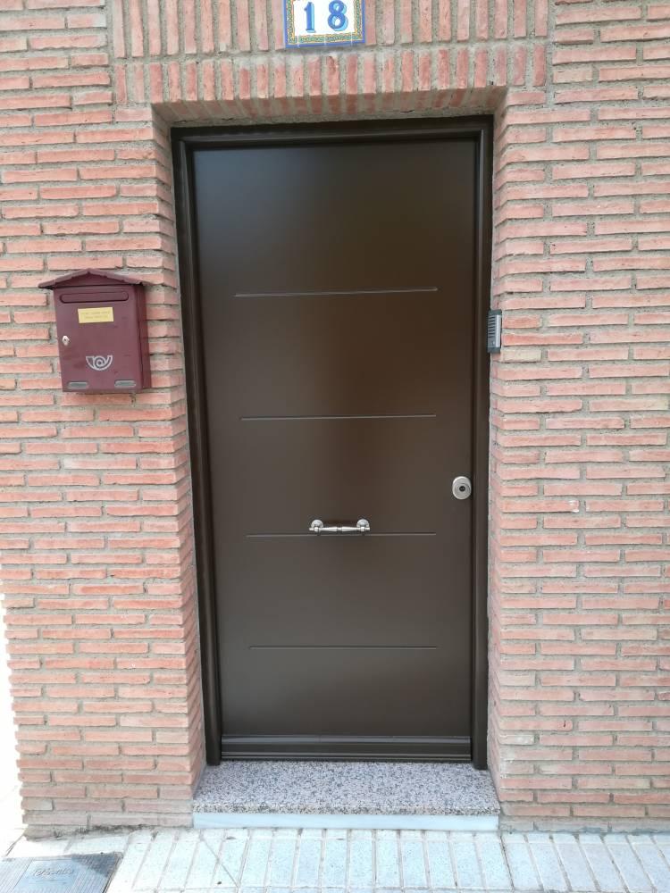 Puerta De Entrada Vivienda Tht Ral 8014 Estructuras Isver